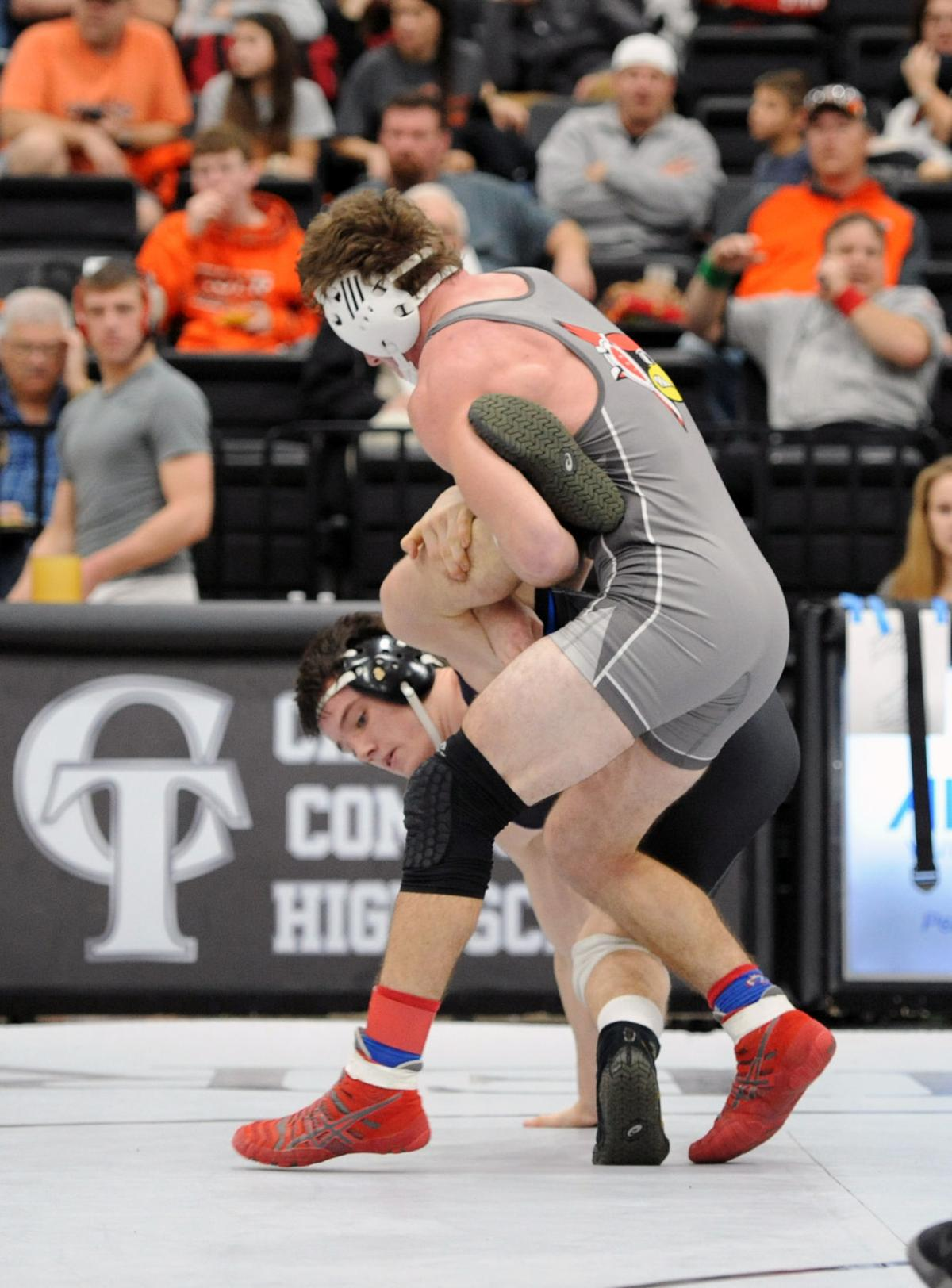 Thirteen wrestlers represent Southern Illinois at the state