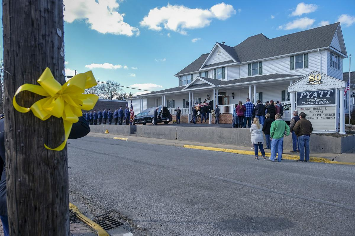 Fallen Pinckneyville Soldier Comes Home Procession Brings The Body