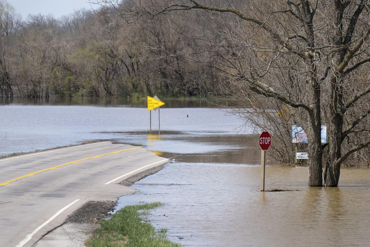 More rain causes new flood worries along the Mississippi