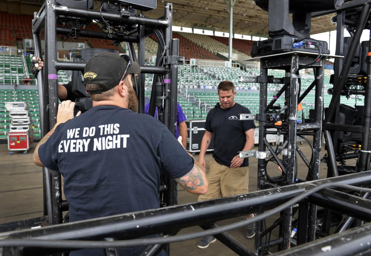 090217-nws-stagehands-duquoin-2.jpg