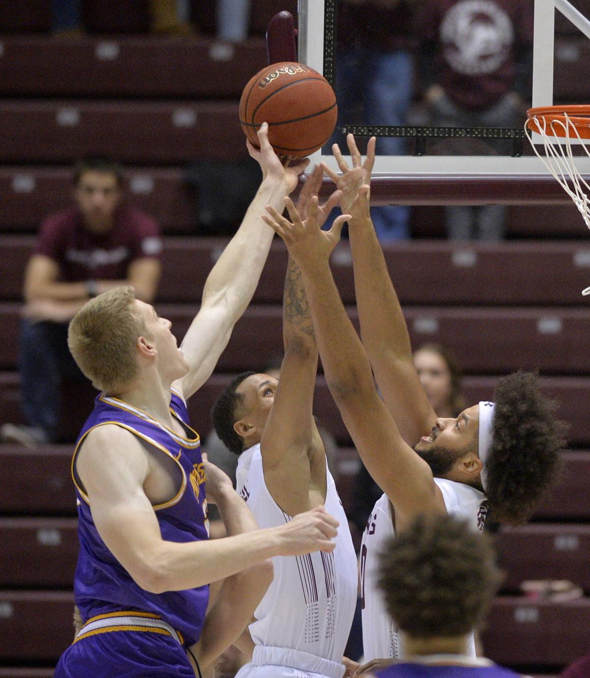 Siu Basketball Domask Mcgill Deliver 17 Points Each In 56