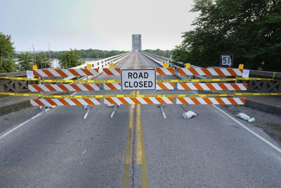 Road closures continue in Southern Illinois as floodwaters rise