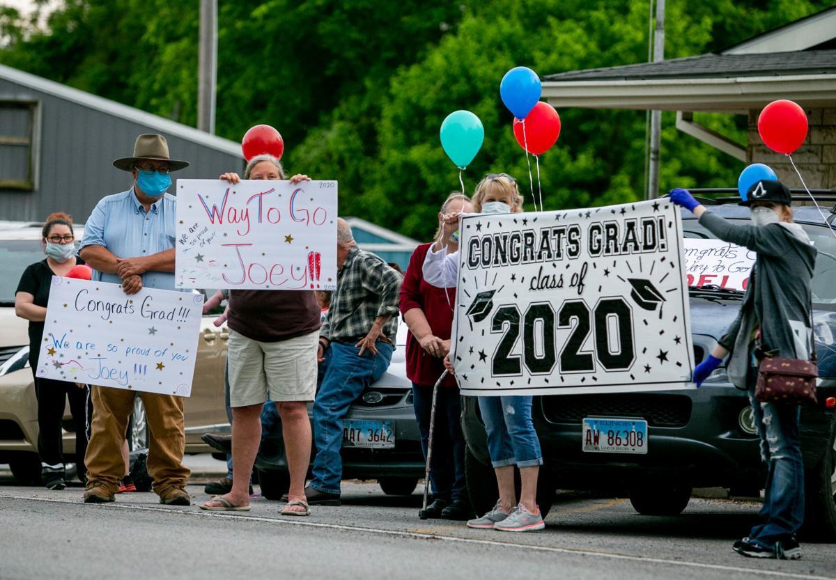 Cobden community celebrates graduating seniors