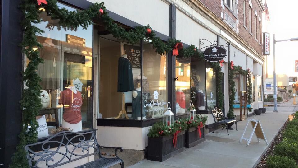 Murphysboro downtown dressing up for Christmas
