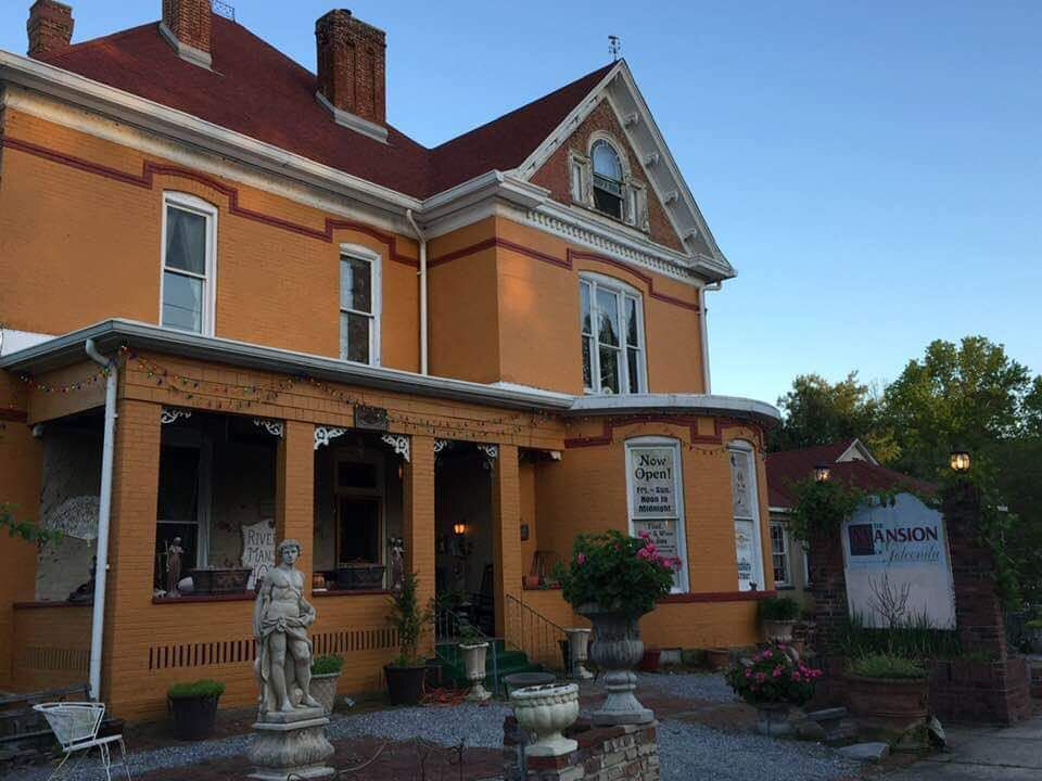 Top 20 Restaurant of the Week: Grand Riverview Mansion Hotel & Levee Lounge