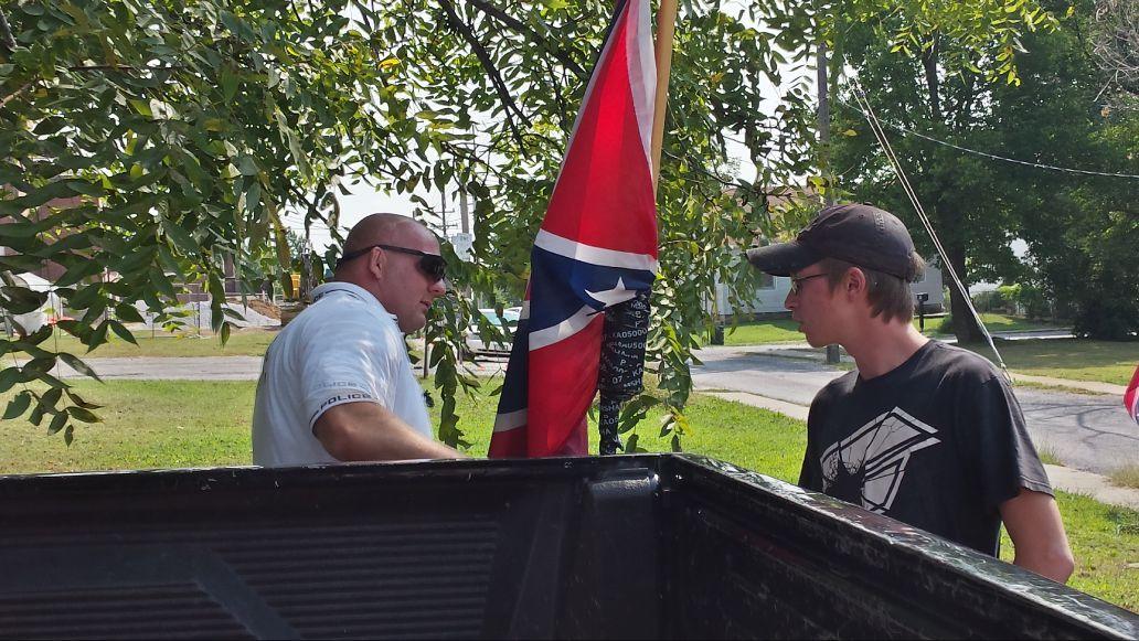 090215-nws-confederate-flag