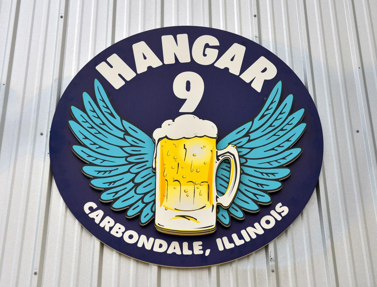 080918-fea-scene-hangar-2.jpg
