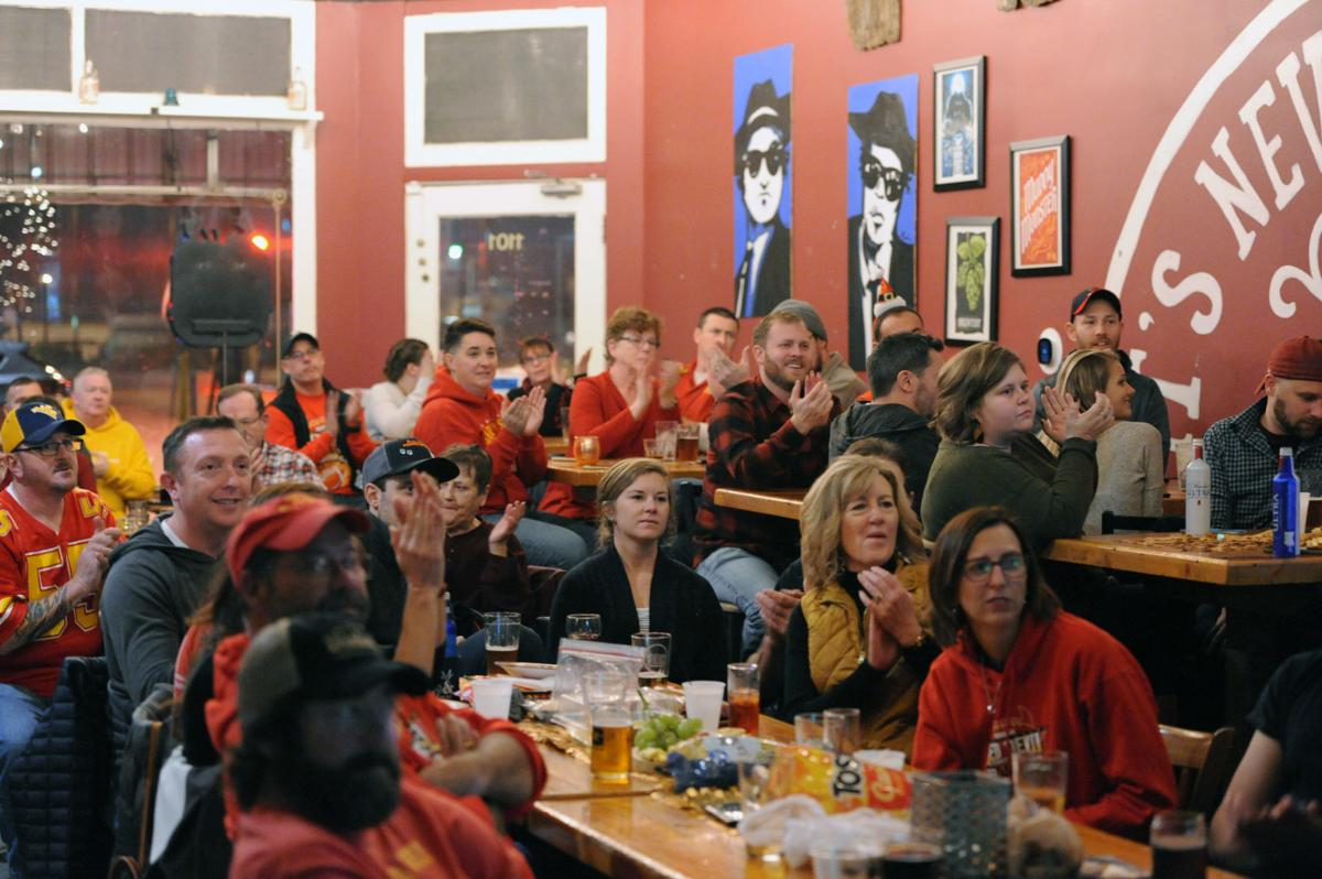 Murphysboro watch party at Brews Brothers