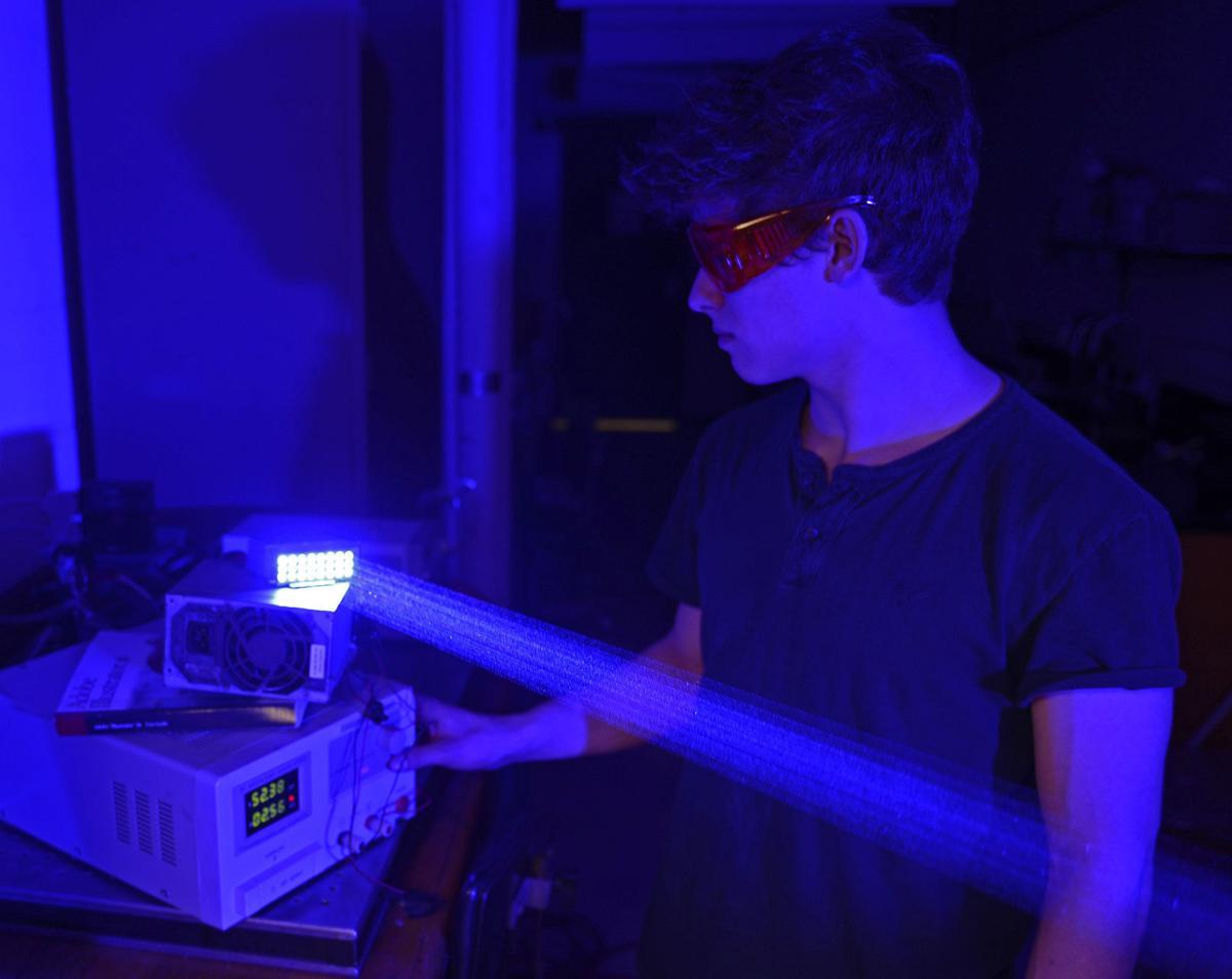 022916-nws-siu-lasers-3.jpg
