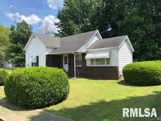 2 Bedroom Home in Johnston City - $60,000