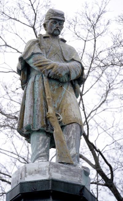 Civil War Statue 031214 GN