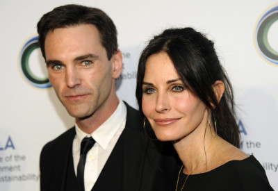 Courteney Cox is reportedly dating Snow Patrol musician Johnny McDaid.The Cougar Town actress was accompanied to her friend Jennifer..