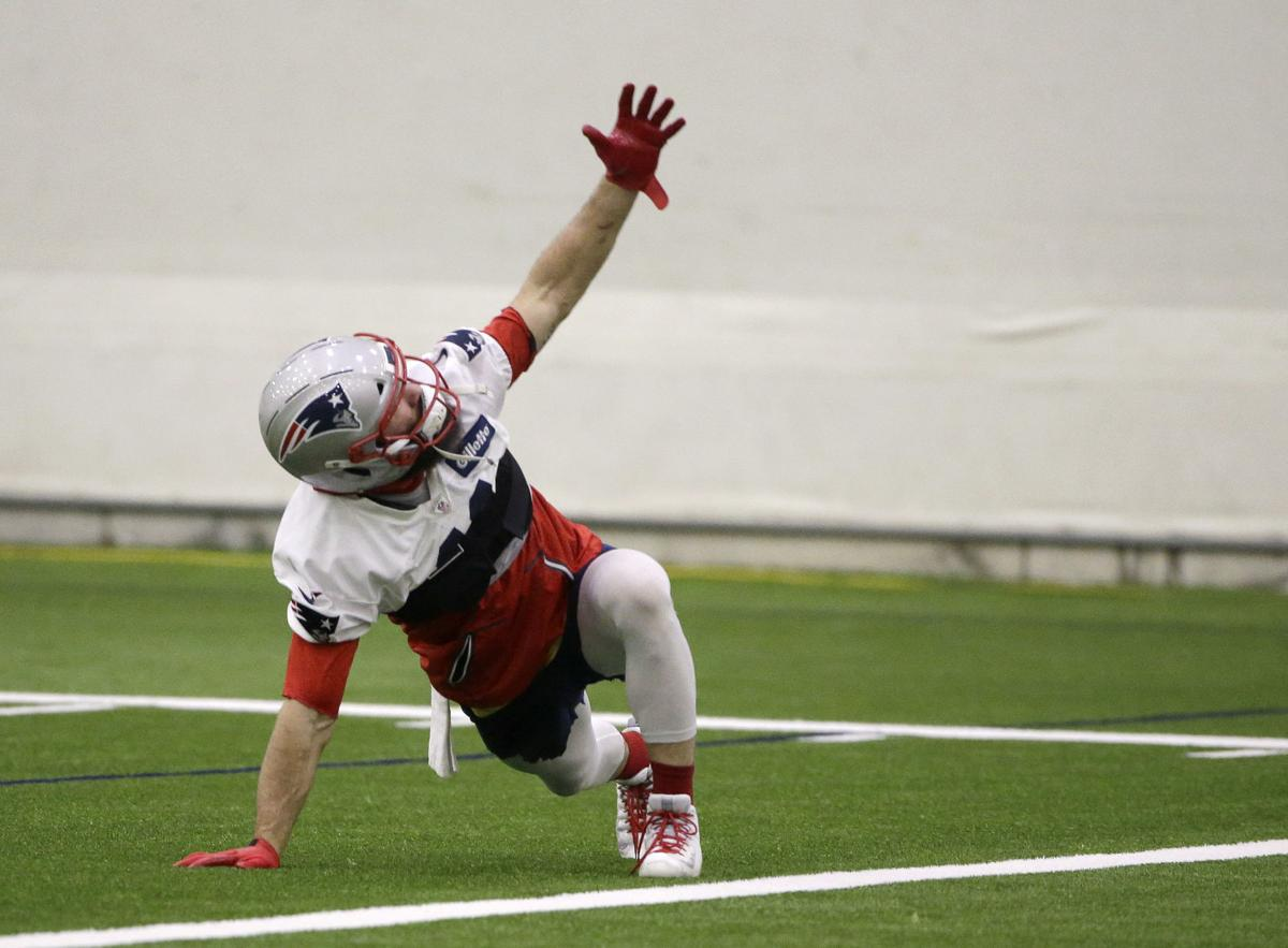 Edelman Keeps Pats Locker Room Loose With His Wit Nicknames Local Sports Thesunchronicle Com