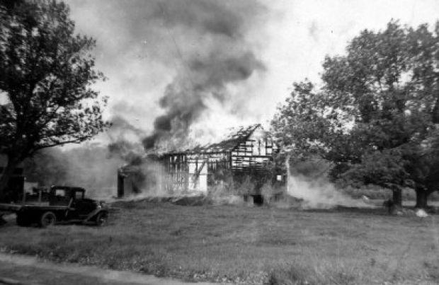 """killings vs barn burning Published: wed, 10 may 2017 in 1939, william cuthbert faulkner writes """"barn burning"""" in """"barn burning"""", a ten-year-old boy named sartoris snopes is in court, sweating he will not have to testify in the arson case not in favor of his father."""