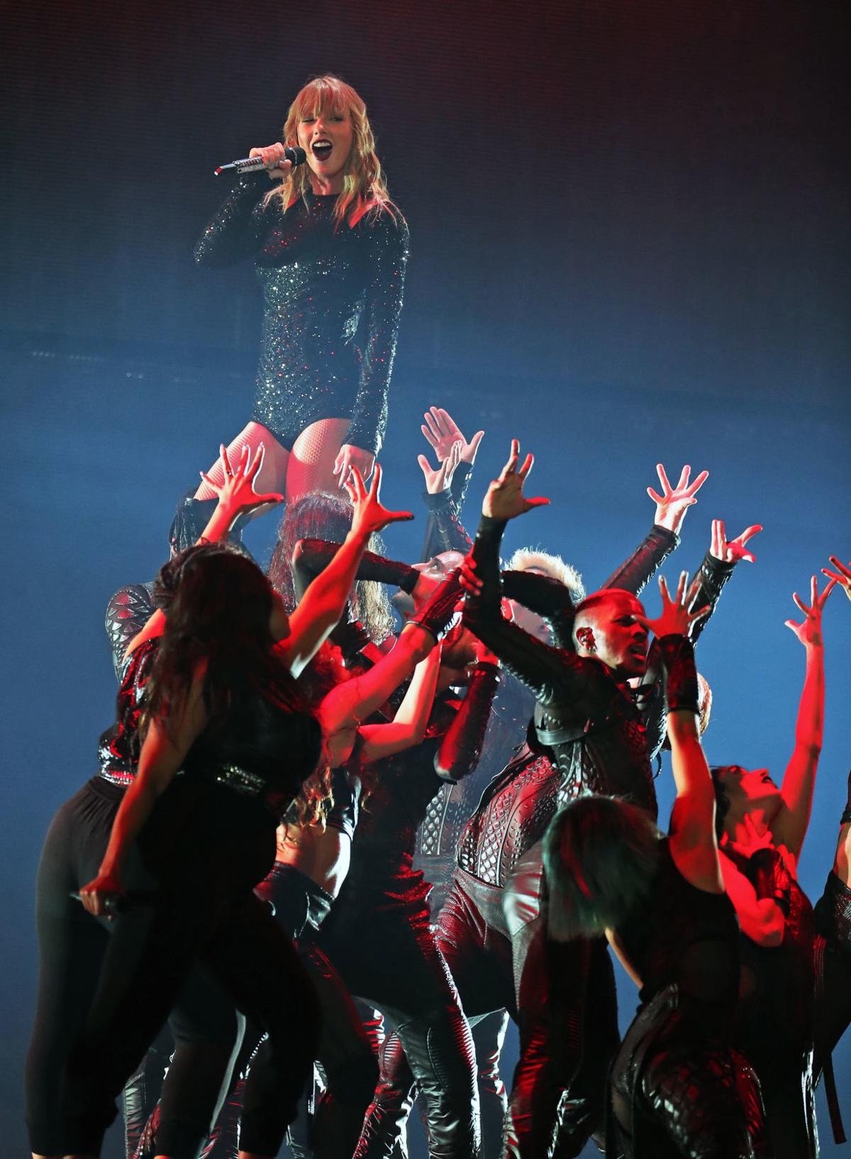 Concert Review Brash And Fierce Taylor Swift Confidently Kicks Off Three Show Stand At Gillette Stories Thesunchronicle Com
