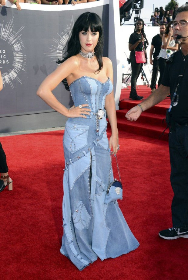 Katy Perry Channels Britney Spears At Mtv Vmas Stories Thesunchronicle Com