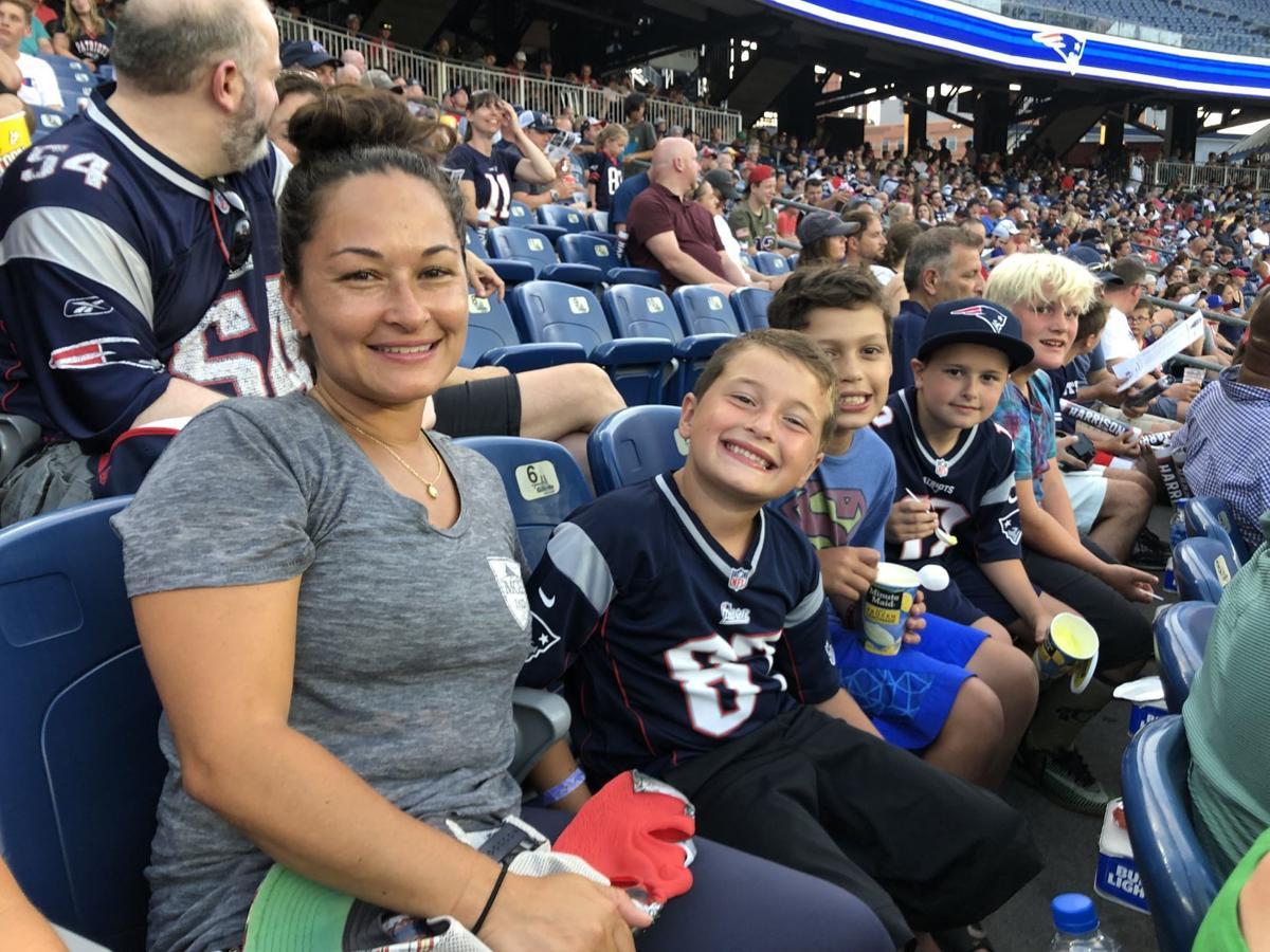 Patriots practice fans1 tfr