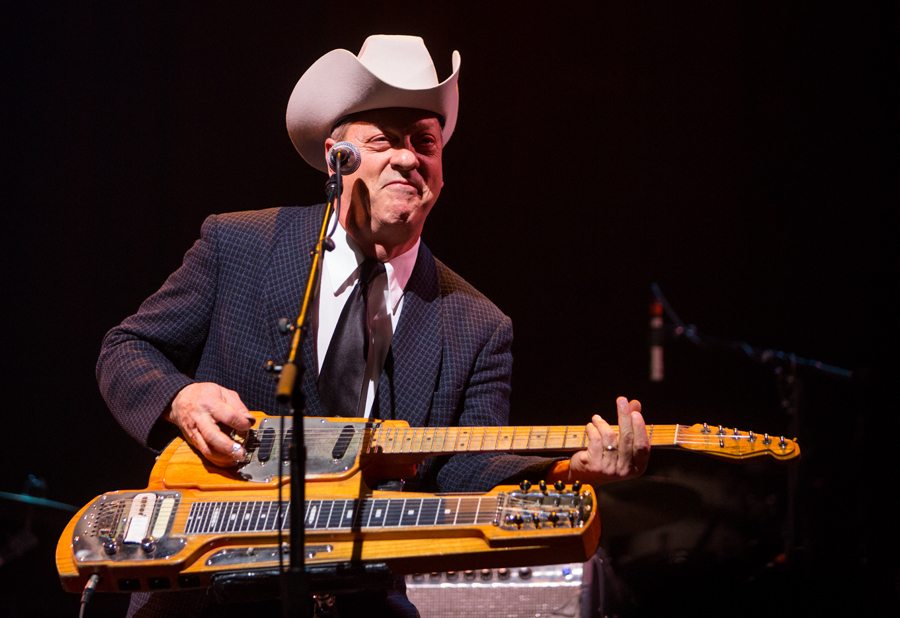 junior brown w guitar 2
