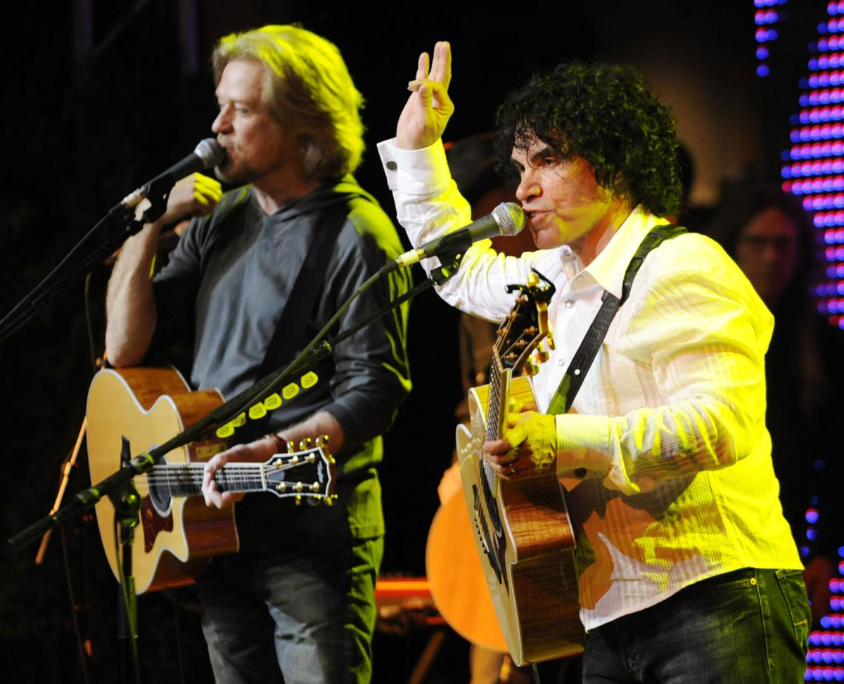 Concert review hall oates train blend beautifully in mansfield concert review hall oates train blend beautifully in mansfield m4hsunfo