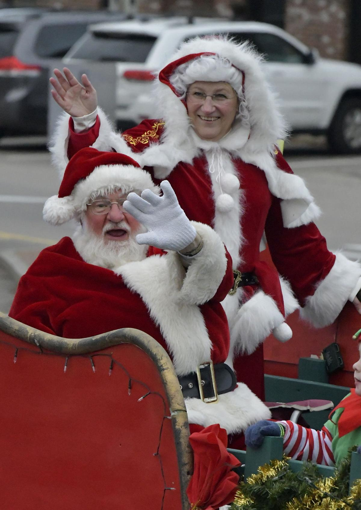 Norfolk welcomes the season with a parade | Local News ...