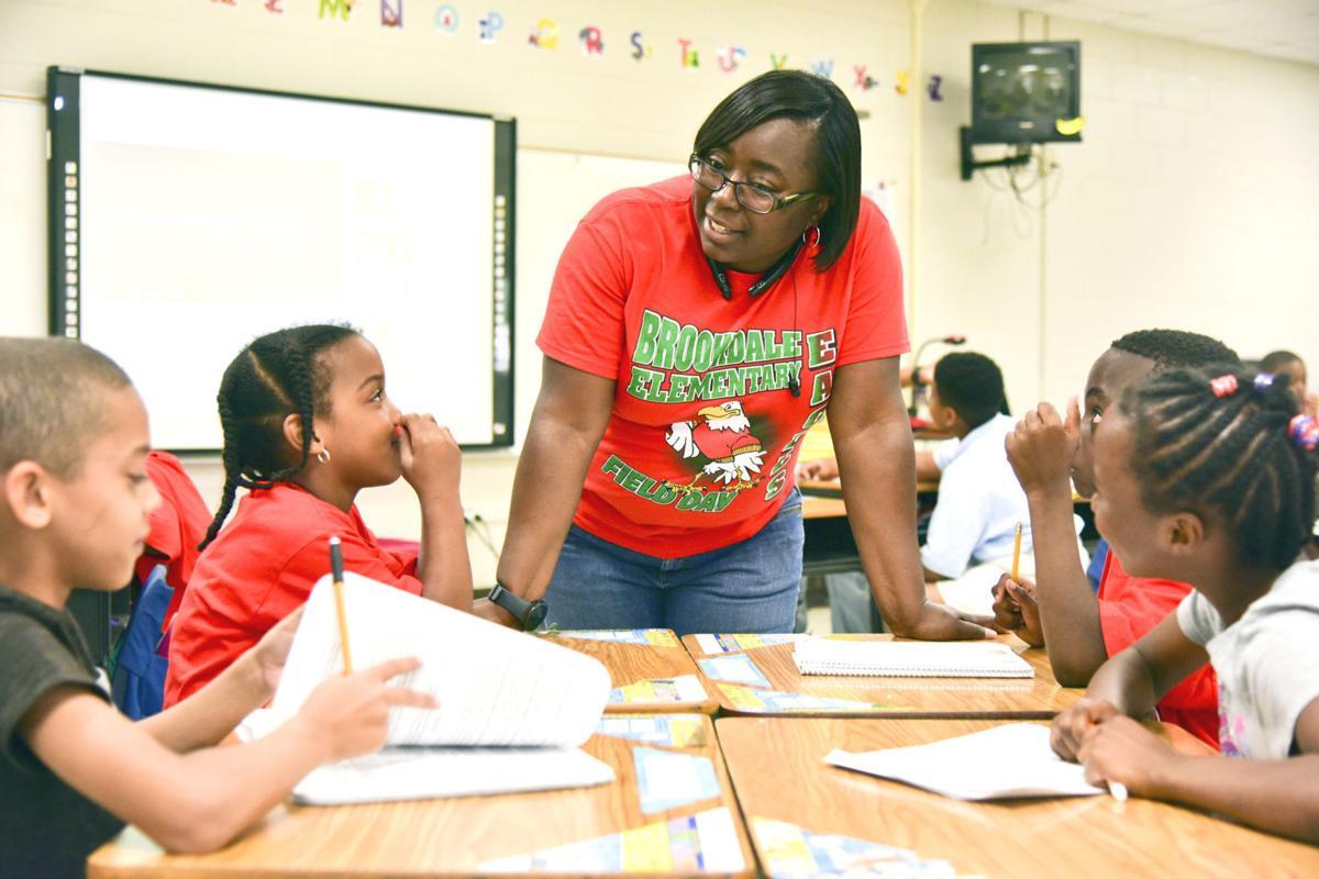a comparison between a high school and an elementary school teacher Kindergarten and elementary school teachers how to become a kindergarten or elementary school teacher elementary, middle, and high school.