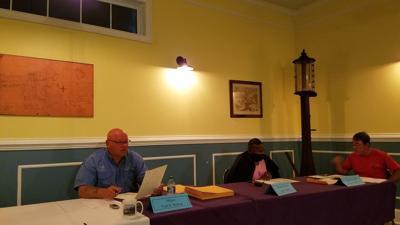 100721 Mayor Paul Bishop, Councilwoman Lannie Sanders and Councilman Ben Boensch discuss business license.jpg