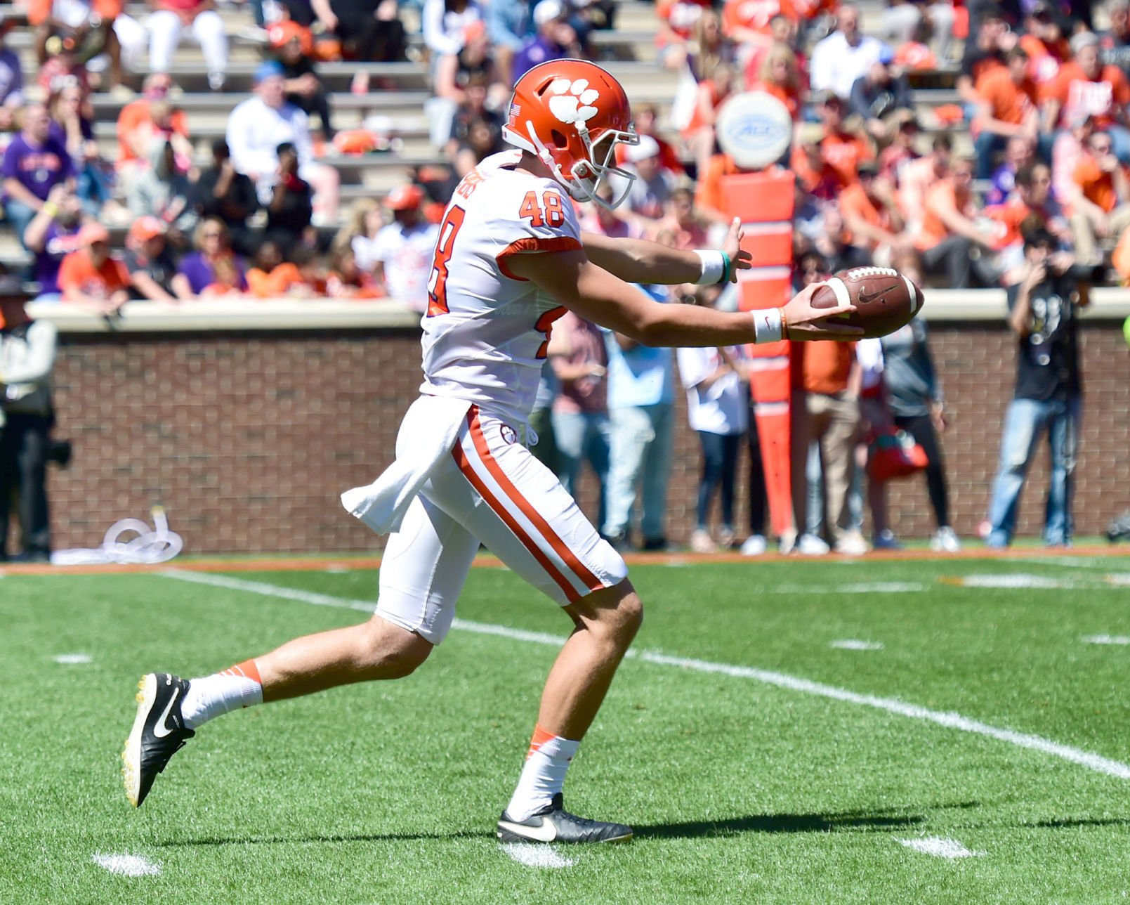 Dabo Swinney names Kelly Bryant Clemson's starting quarterback