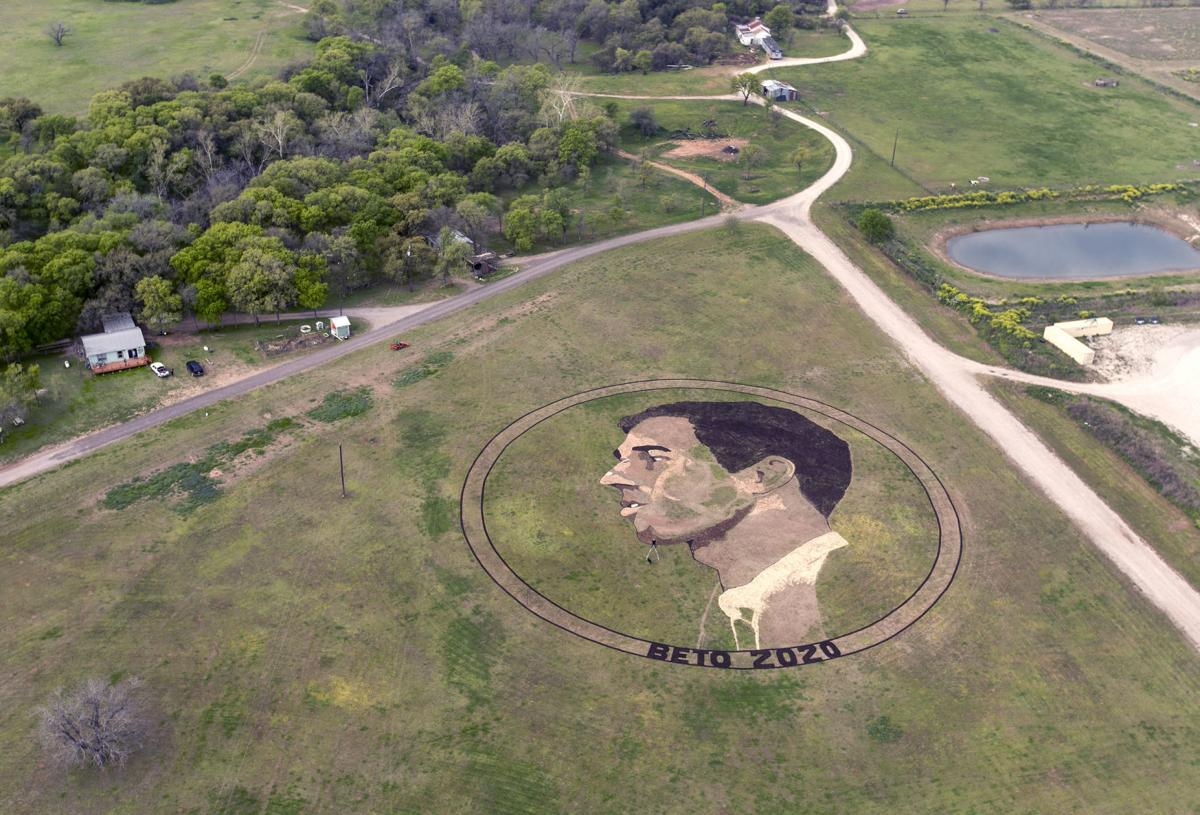 Beto O'Rourke crop circle