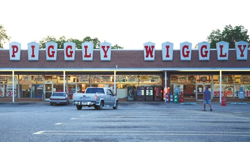 piggly wiggly groceries in city closing business