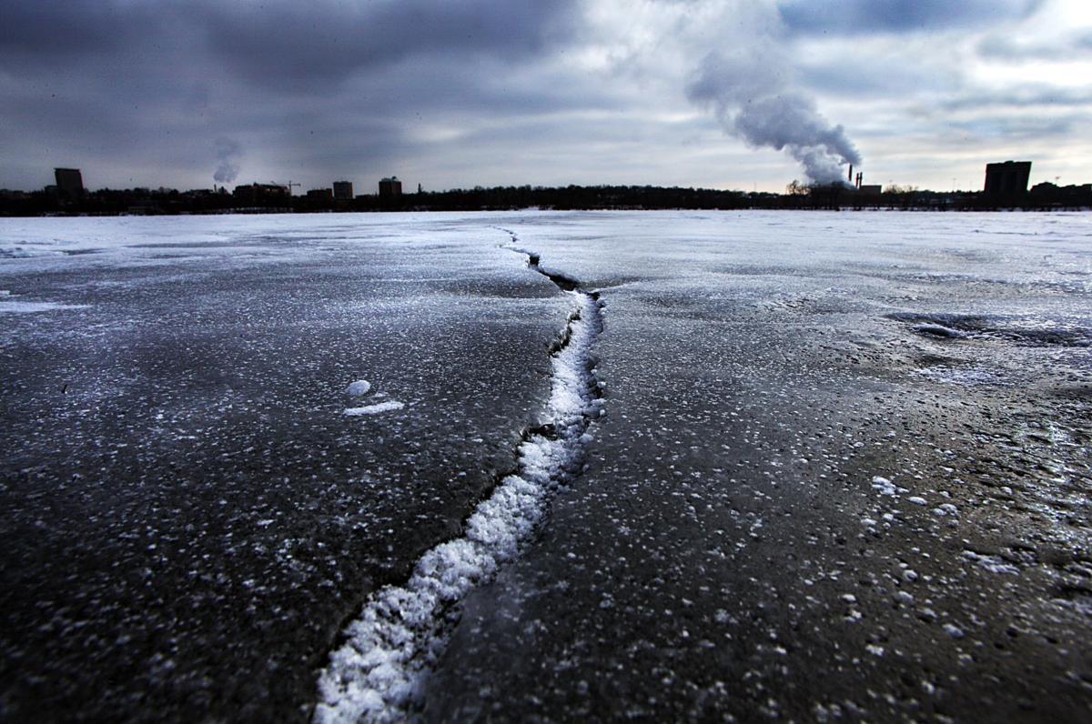 Ice fissure
