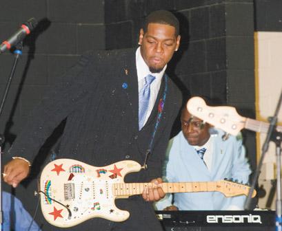 DaQuan Bowers plays guitar