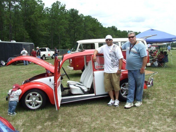 bitten by the bug vw beetle lovers gather for car show. Black Bedroom Furniture Sets. Home Design Ideas