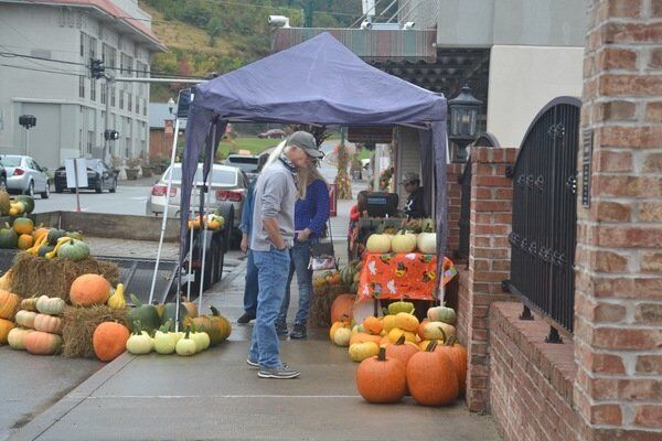 Vendors line Corbin streets for Octoberfest