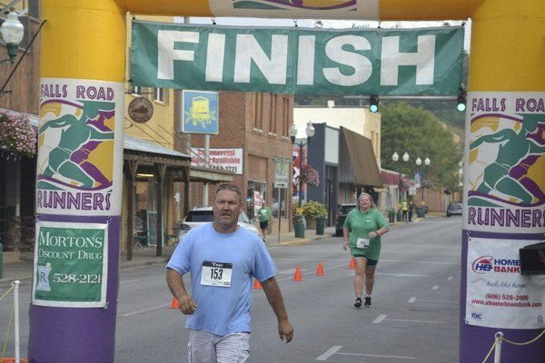 About 100 participate in third annual 5-0 5K