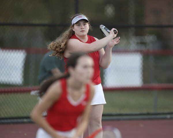 Lady Redhounds shuts out South Laurel in tennis action