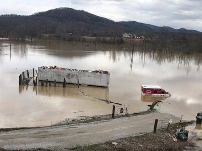 <b>Gov. Beshear tours flooded areas</b>