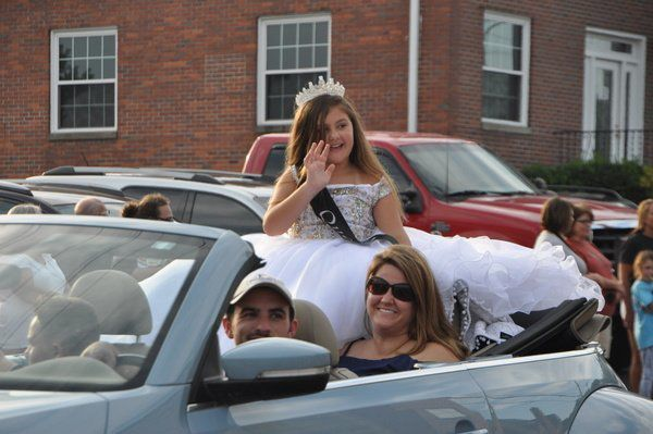 Annual parade kicks off 67th annual NIBROC Festival