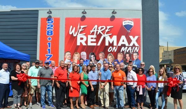 Live KSR show, ribbon cutting celebrate Re/Max grand opening