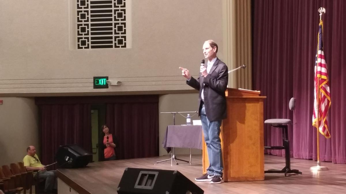 "Wyden promises to uphold the ""Oregon Way"""