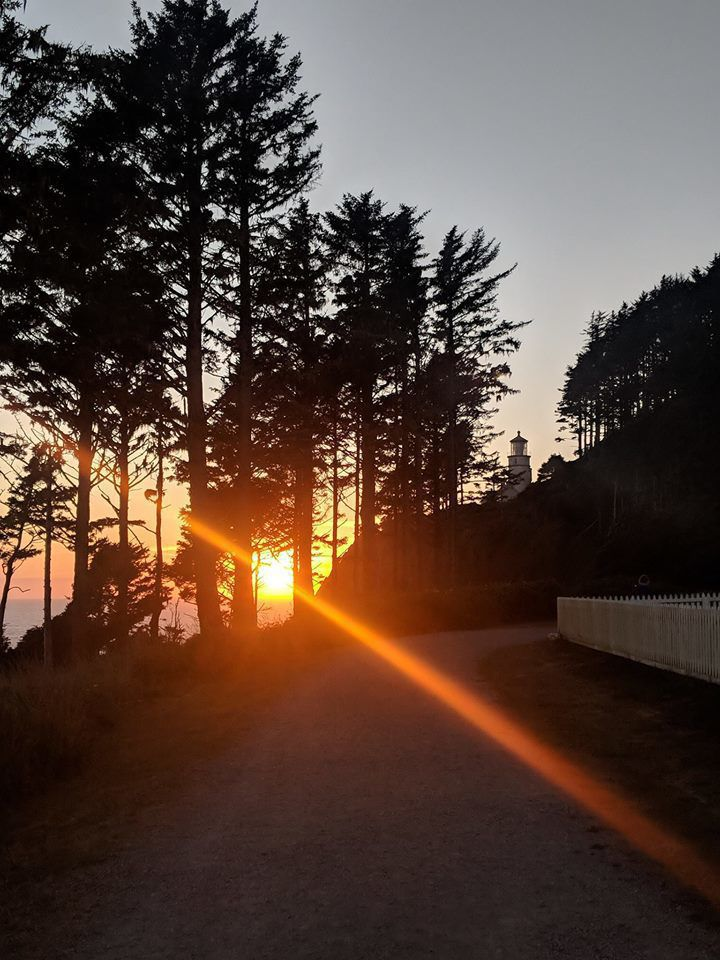 Photo of the sunset at Heceta Head north of Florence