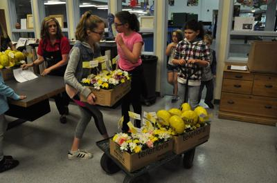 Kids From The Boys Girls Club Craft Bouquets To Make The