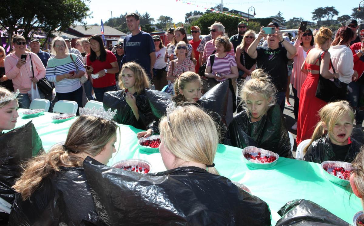Cranberry Festival - Cranberry Eating Contest