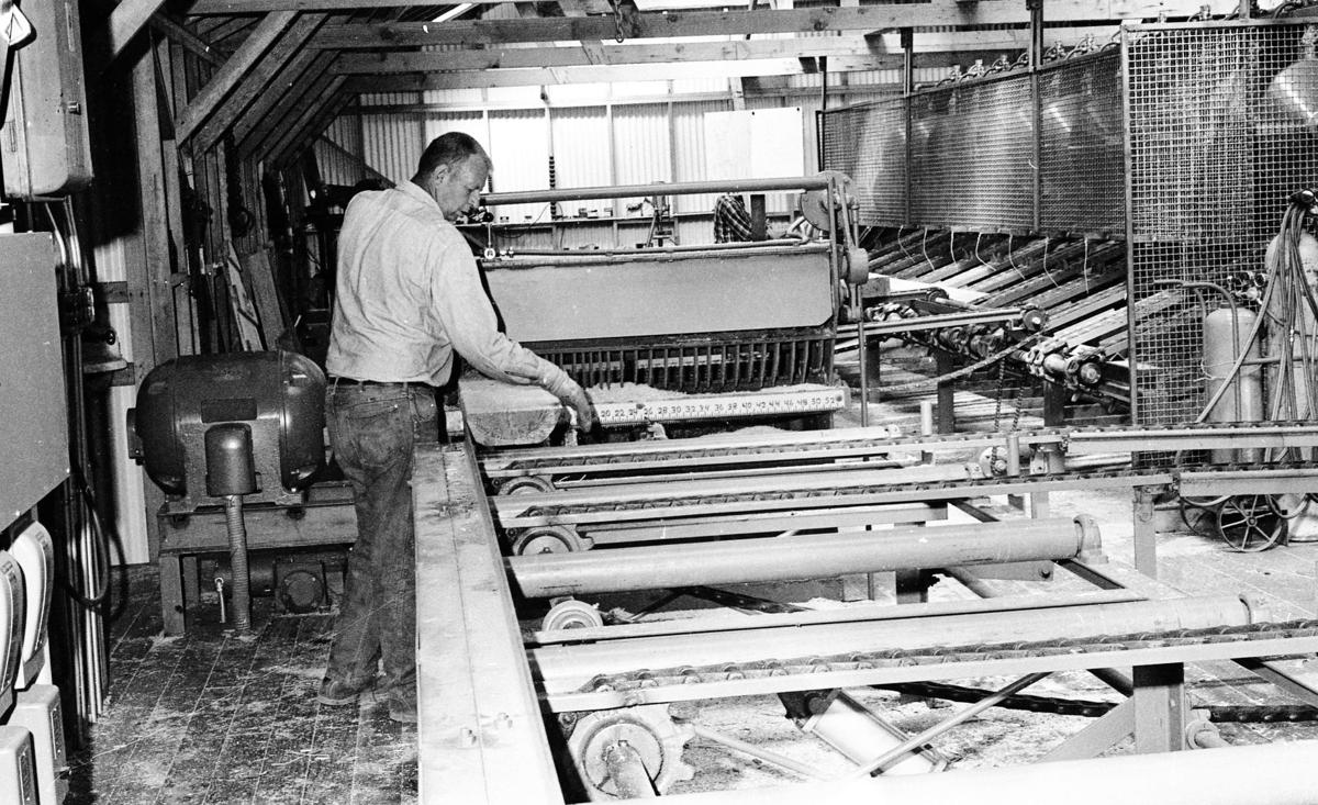 Elmer Lively working in new Perry Mill, 1969