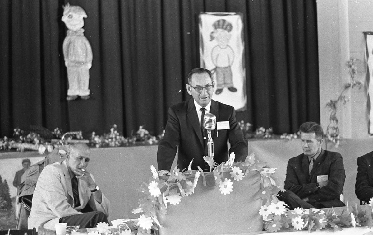 From left, Principal Jerry Judy, Rollie Parks and Jim Hanna, May, 1971