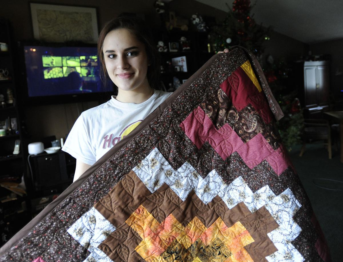 122917-up-nws-quiltingproject-10-bb.JPG