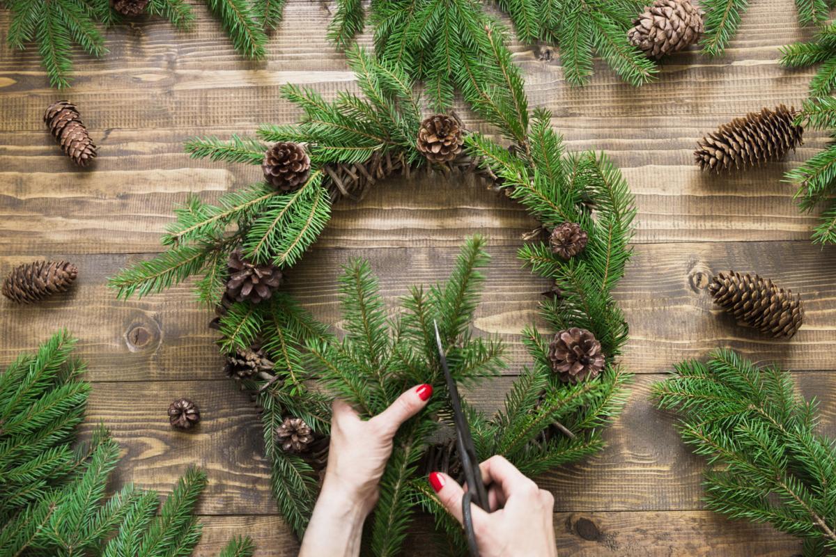 863835870 wreath making