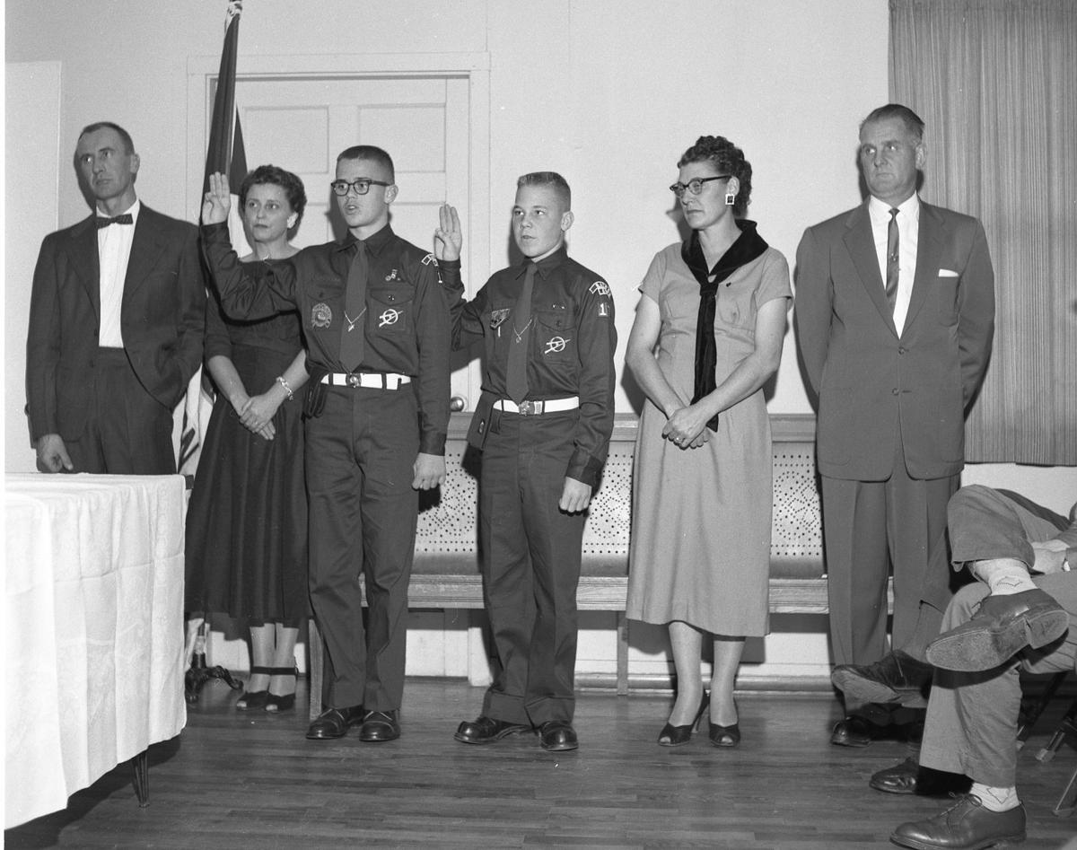 Eagle Scouts Mike Anthony, left, and Mike Dobney, right, with parents, are sworn in Nov. 1958