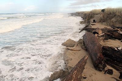 King tide at Horsfall Beach