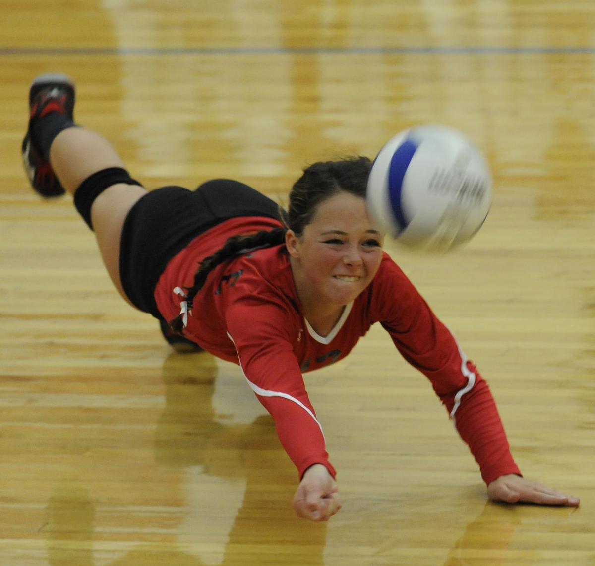 Coquille beats Creswell in volleyball showdown