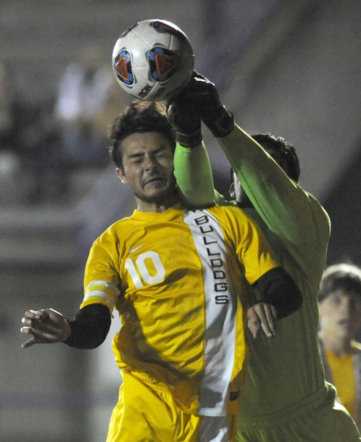 Pirates, Bulldogs end in scoreless tie